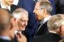 Rex Tillerson (à gauche) et Sergey Lavrovlors de la photo de famille du G20, à Bonn, le 16 février.