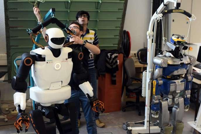 « Les machines peuvent détruire des emplois à court terme, mais à long terme elles génèrent des gains de productivité élevés qui amènent emplois nouveaux et richesses à redistribuer» (Photo: robot testé au LAAS de Toulouse, en février).