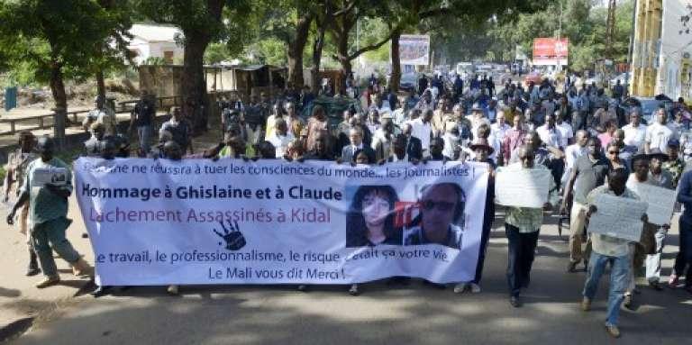 Marche en mémoire de Ghislaine Dupont et Claude Verlon, à Bamako, le 4 novembre 2013.