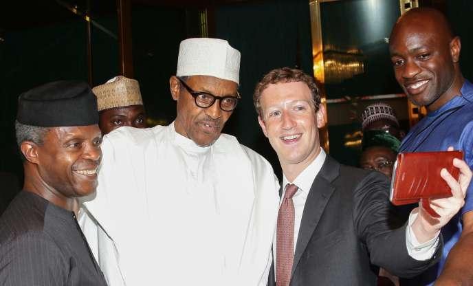 Le président nigérian Muhammadu Buhari, au centre, ici avec le fondateur de Facebook Mark Zuckerberg, début septembre 2016. A gauche, le vice-présidentYemi Osinbajo est l'hommesusceptible de diriger le pays en cas de vacance du pouvoir.