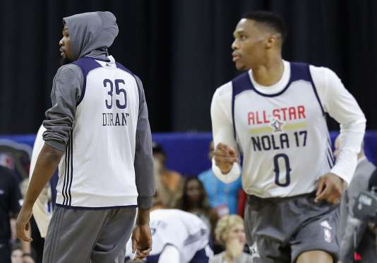 Kevin Durant, de dos, et Russel Westbrook sauront-ils se passer la balle ?