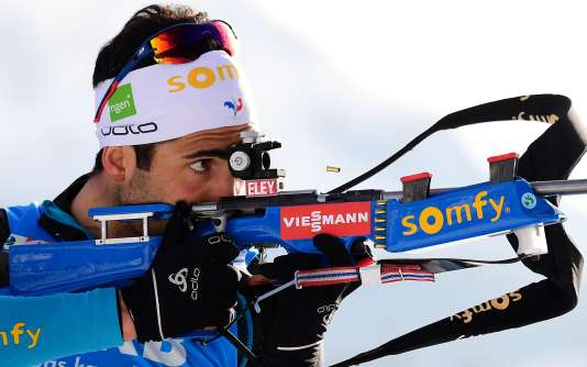 Martin Fourcade, ici lors du relais, a réalisé le meilleur temps de ski du départ groupé mais commis trois fautes fatales.
