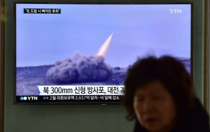 A la télévision sud-coréenne, le 12 février, le suivi en direct du nouveau tir de missile nord-coréen.