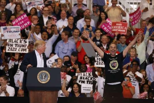 Donald Trump a invité un de ses fans sur scène.