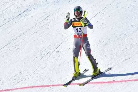 Julien Lizeroux dépité après sa sortie de piste dans le slalom, dimanche.