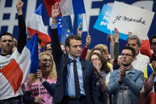 Emmanuel Macron a tenu des propos confus sur la colonisation samedi lors d'un meeting au Zénith de Toulon.