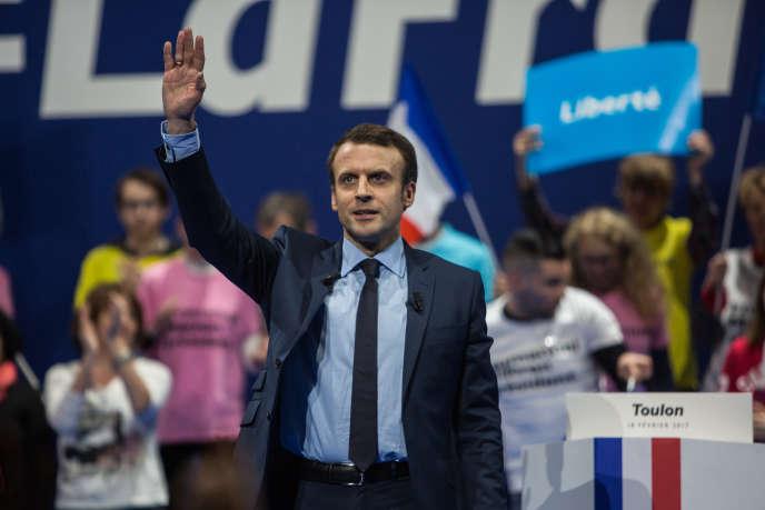Emmanuel Macron a revendiqué un «discours de vérité», censé «réconcilier les mémoires», lors de son meeting à Toulon, le 18 février.