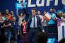 Meeting d'Emmanuel Macron, candidat à la présidentielle 2017 à Toulon. Fin de son discourt. Il salue la salle.