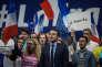 Meeting d'Emmanuel Macron, candidat à la présidentielle 2017 à Toulon. Fin de son discourt. Il chante la marseillaise avec ses partisants.