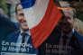 Meeting d'Emmanuel Macron, candidat à la présidentielle 2017 à Toulon. Des affiches ont été collées partout dans la salle.
