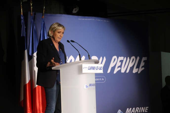 Marine Le Pen, en campagne à Clairvaux-les-Lacs, dans le Jura.