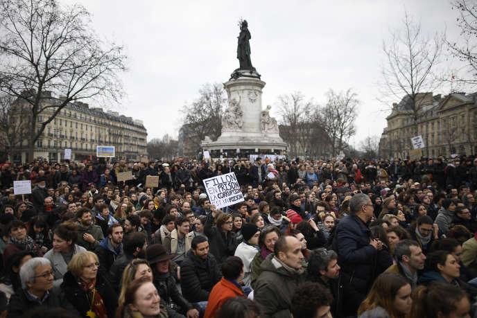 Plusieurs centaines de personnes se sont rassemblées dimanche 19 février à Paris pour dénoncer la «corruption des élus».