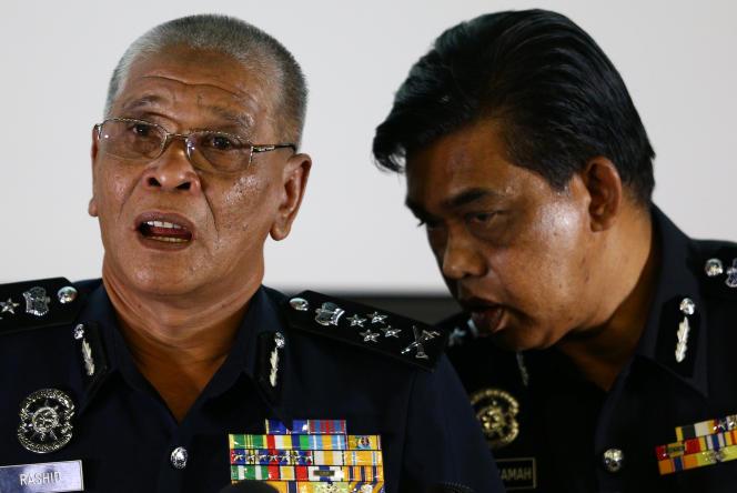 Le chef adjoint de la police malaisienne, Noor Rashid Ibrahim, et le chef de la police de l'Etat malaisien de Selangor, où est situé l'aéroport, Abdul Samah Mat, le 19 février, à Kuala Lumpur.