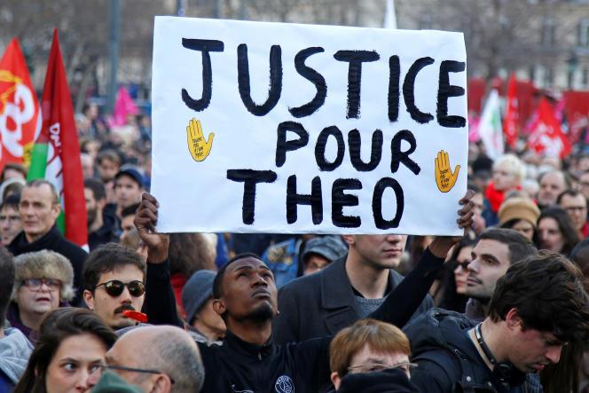 L'affaire d'Aulnay-sous-Bois, devenue hautement politique, a déclenché de nombreux mouvements de protestation en France et des incidents qui ont duré plusieurs jours dans certaines villes de la région parisienne.
