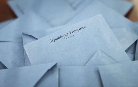 Enveloppes avec bulletin de vote, en 2015.