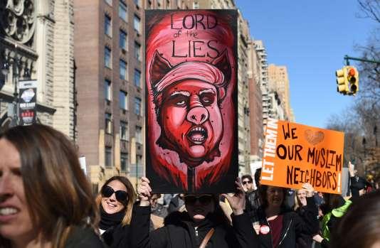 Les manifestations se suivent à New York depuis l'investiture de Donald Trump. Ce lundi 20 février, elle a ressemblé quelques milliers de personnes.