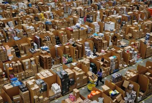 Dans un entrepôt d'Amazon près de Londres.