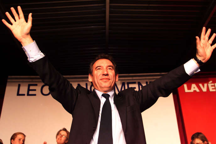 François Bayrou lors d'un meeting à Bordeaux, le 16 avril 2002.