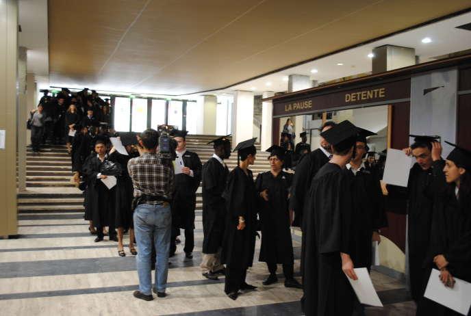 Le taux de chômage élevé des docteurs pendant les premières années qui suivent l'obtention du doctorat illustre également cette difficile entrée sur le marché de l'emploi. Ici, remise des diplômes à Sorbonne universités, en 2011.