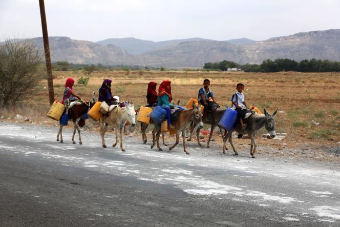 Des enfants yéménites dans la région du port d'Hodeida,le 20 février.