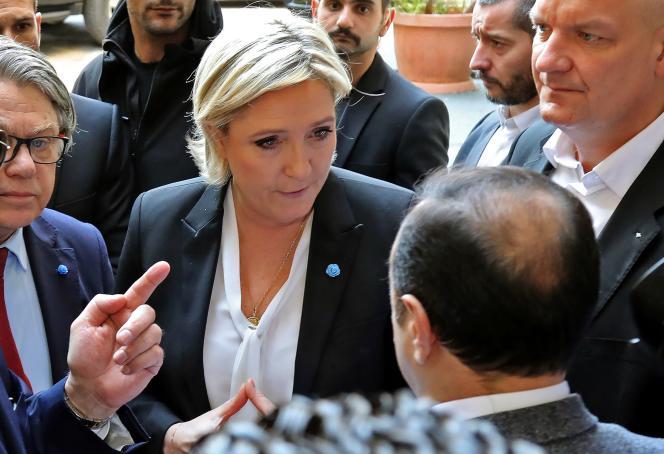 Marine Le Pen a refusé le 21 février de porter un voile pour rencontrer le grand mufti de la République libanaise, Abdellatif Deriane.