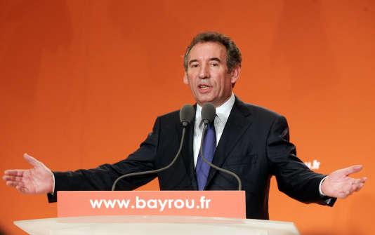 François Bayrou le 25 avril 2007, lors d'une conférence de presse à Paris.