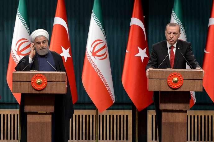 Le président iranien Hassan Rohani et son homologue turcRecep Tayyip Erdogan, lors d'une rencontre le 16 avril 2016 à Ankara.