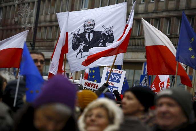Manifestation en faveur de la liberté de la presse et contre Jaroslaw Kaczynski, président du PiS, en janvier 2016.