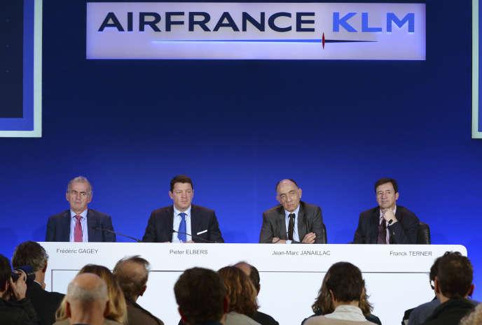 Le comité exécutif d'Air France lors de la présentation des résultats annuels de l'entreprise, le 16 février 2017.