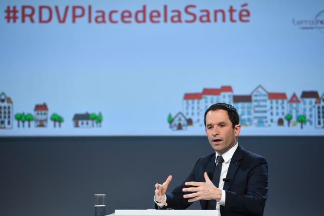 Benoît Hamon, candidat PS à la présidentielle, lors de son grand oral sur la santé, à Paris, le 21 février.