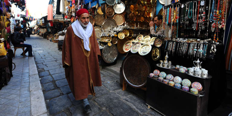 Echopes d'artisan dans la quartier de la Medina à Tunis en 2011.