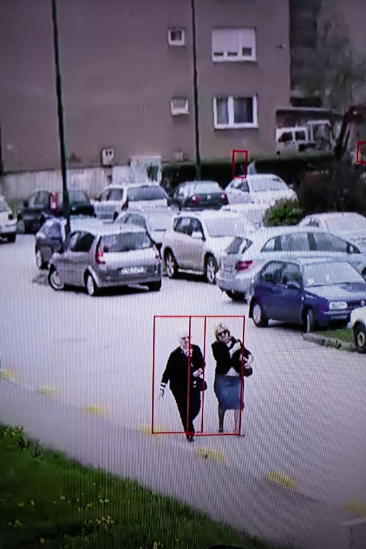 Les photographes Daniel Tepper et Vittoria Mentasti ont séjourné pendant plusieurs semaines, l'an passé, dans la bande de Gaza, afin d'interroger des survivants d'attaques de drones. Une arme sans pilote, furtive, qui nourrit les fantasmes… Ici, une capture d'écran du logiciel permettant au drone de détecter les mouvements et les silhouettes humaines.