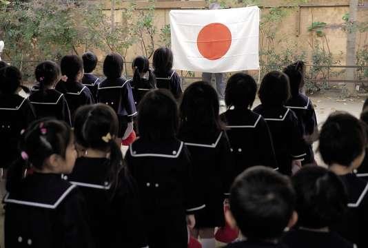 À l'école maternelle Tsukamoto comme dans la future Mizuho no Kuni Kinen, la société Moritomo Gakuen met en place un enseignement fondé sur les principes nationalistes.