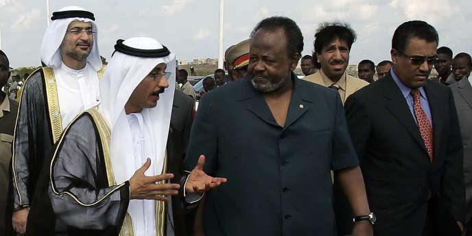 Le président djiboutien, Ismaël Omar Guelleh (à droite) et le PDG de l'opérateur portuaire DP World, Sultan Ahmed Bin Sulayem, en 2006, à Djibouti.