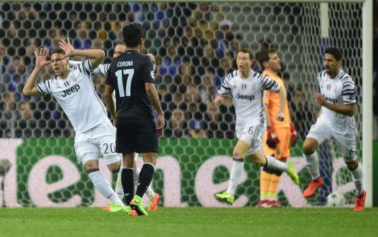 Marko Pjaca content après son but contre le FC Porto.