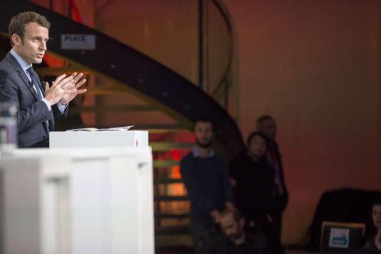 Emmanuel Macron lors du débat sur la santé organisé par la Mutualité Française au Palais Brongniart à Paris le 21 février.