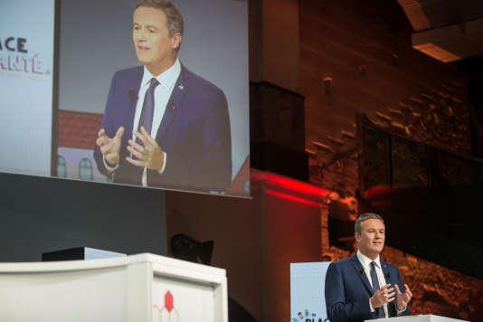 Nicolas Dupont-Aignan, lors d'une journée organisée, mardi 21 février, par la mutualité française pour discuter du thème de la santé et de la protection sociale.