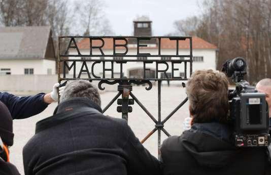 Une cérémonie a été organisée pour la restitution du portail de Dachau.
