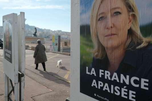 Affiche de Marine Le Pen à Marseille, le 22 février.