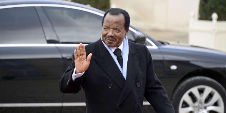 Le président camerounais, Paul Biya, lors de son arrivée à l'Elysée, en décembre 2013.