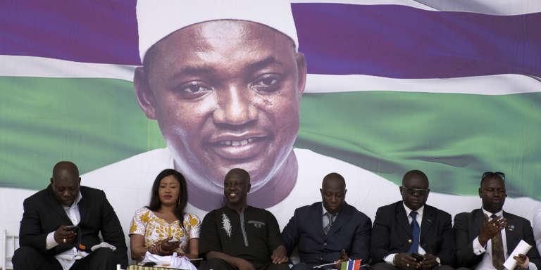 Cérémonie d'inauguration de la présidence d'Adama Barrow lors de la fête nationale gambienne, le 18 février 2017, à Banjul.