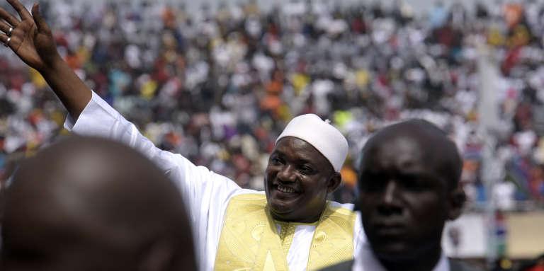 A Banjul, le nouveau président gambien Adama Barrow, élu le 1er décembre 2016, après sa prestation de serment le 18 février 2017, jour de la fête de l'indépendance de la Gambie.