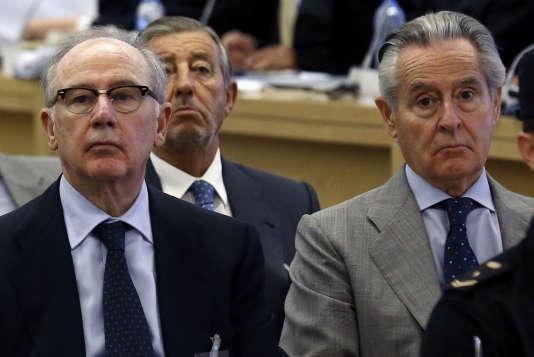 L'ancien directeur général du FMI, Rodrigo Rato, et l'ancien président de Caja Madrid, Miguel Blesa, lors du premier jour du procès de l'affaire dite des « cartes black», le 26 septembre 2016, à Madrid.