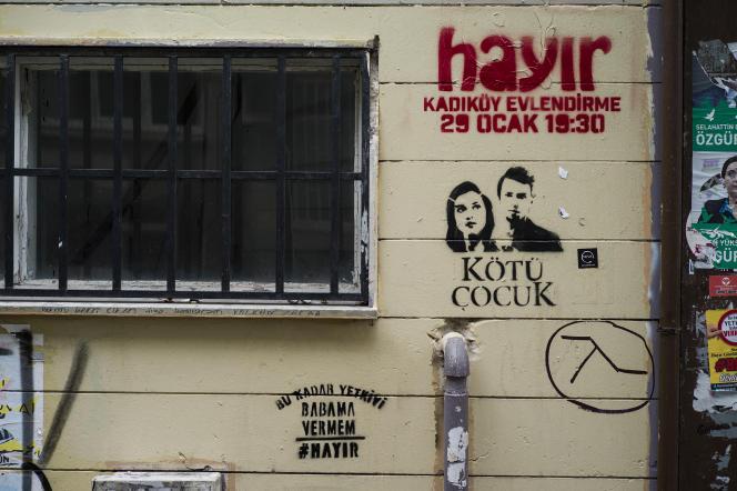 Le non (« hayir»en turc) au référendum, prévu le 16 avril, s'affiche dans les rues de Kadiköy, bastion historique de la gauche stambouliote.