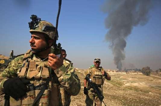 Les forces irakiennes avancent sur l'aéroport de Mossoul, le 23 février 2017.