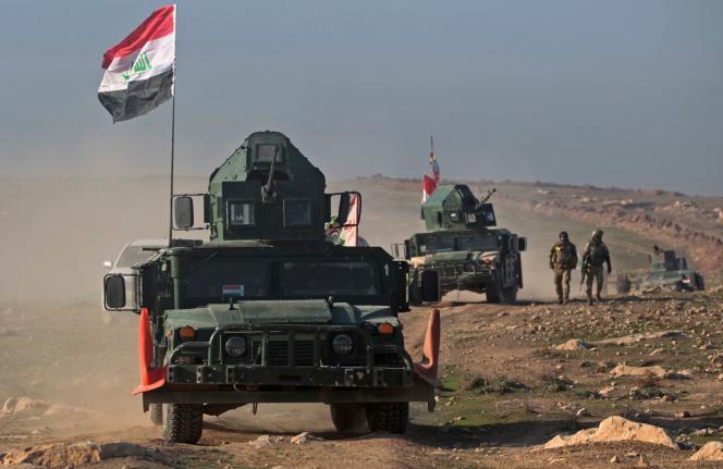 Forces irakiennes se dirigeant vers l'aéroport de Mossoul (nord de l'Irak), le23février2017.