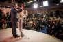 François Bayrou annonçant son ralliement à Emmanuel Macron pour l'élection présidentielle à Paris le 22 février.