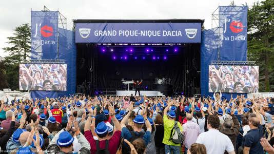 11200personnes ont participé au grand pique-nique Dacia, le26 juin 2016, au domaine de Courson, dans l'Essonne.
