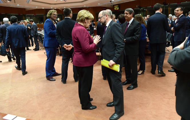 La chancelière allemande, Angela Merkel, et Martin Schulz, alors président du Parlement européen, à Bruxelles, le 15 décembre 2016.