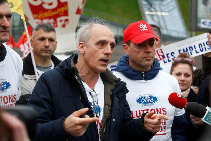 Philippe Poutou, candidat à l'élection présidentielle pour le Nouveau Parti anticapitaliste (NPA) à Blanquefort, en Gironde, le 22 février.